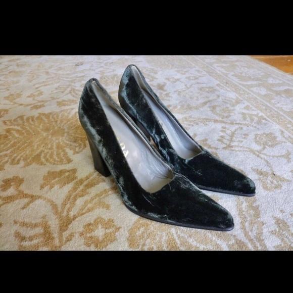 39cf9937 VINTAGE Prada Dark Green Velvet Thick Point Heels